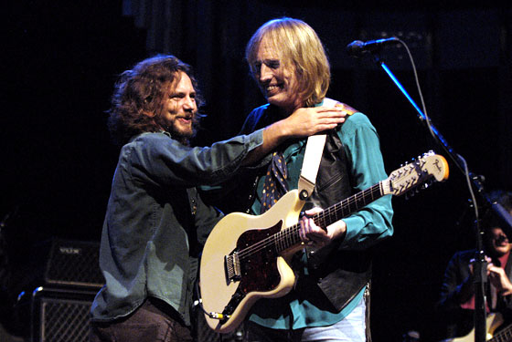 Eddie Vedder & Tom Petty – The Waiting-
