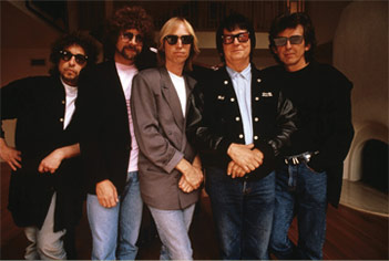 The Traveling Wilburys – End Of The Line-
